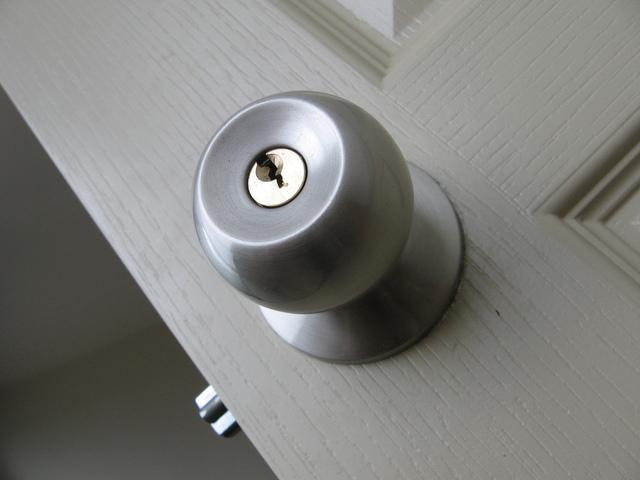 פורץ מנעולים בנתניה / פורץ דלתות בנתניה